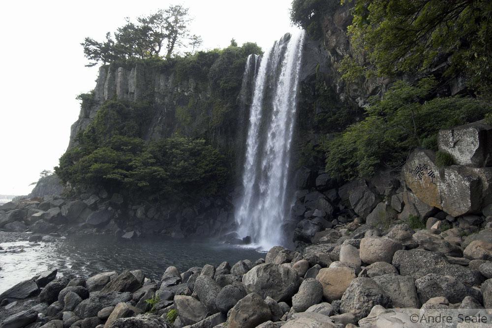 Cachoeira na ilha de Jeju - Coréia do Sul