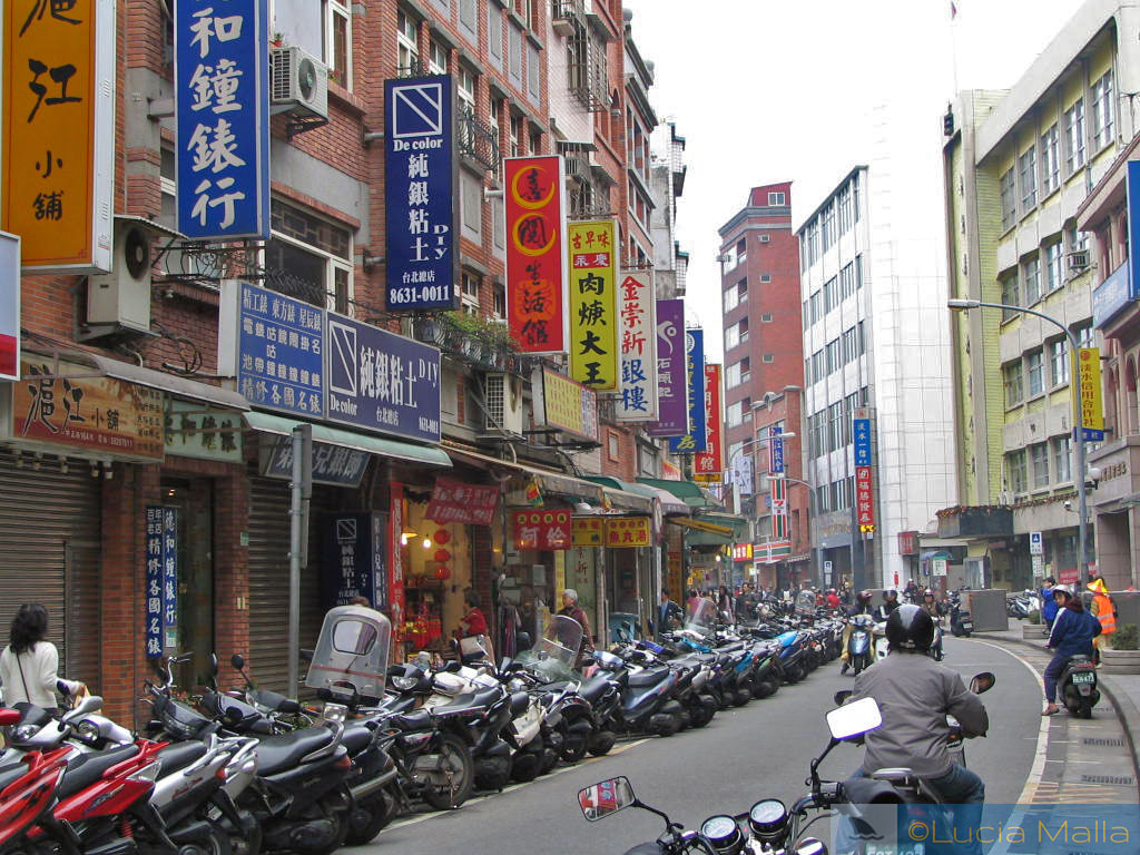 China rebelde - Taiwan - vespas nas ruas de Taipei
