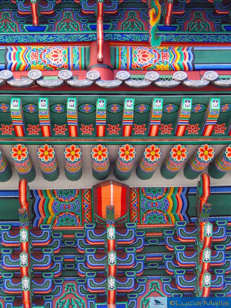 Devore Seul - Detalhe da arquitetura colorida dos templos - Coréia do Sul