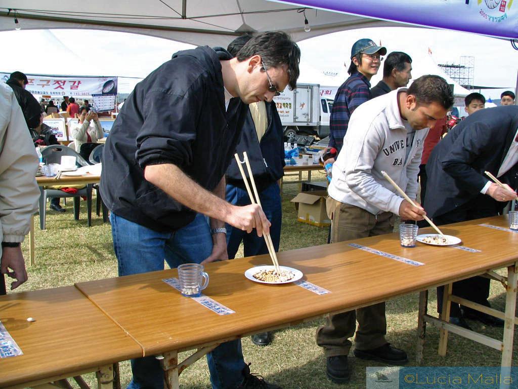 Campeonato de comer com palitinhos - Festival de Frutos do Mar