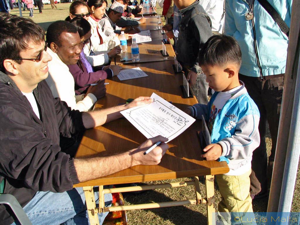 Autógrafos internacionais para crianças - Festival de Frutos do Mar