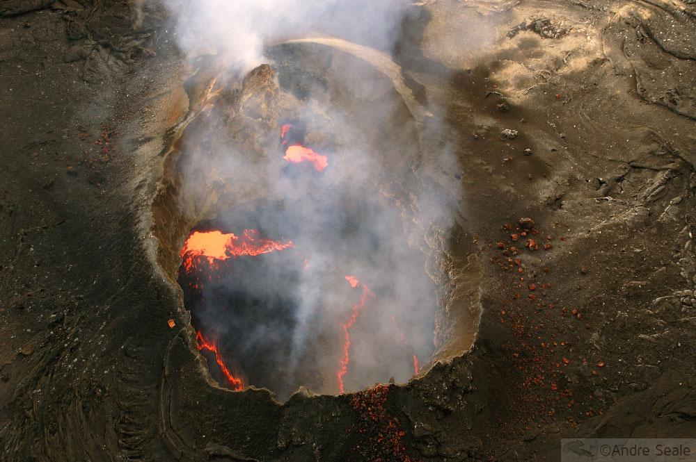 Os rios de fogo do Kilauea - cratera Puuoo