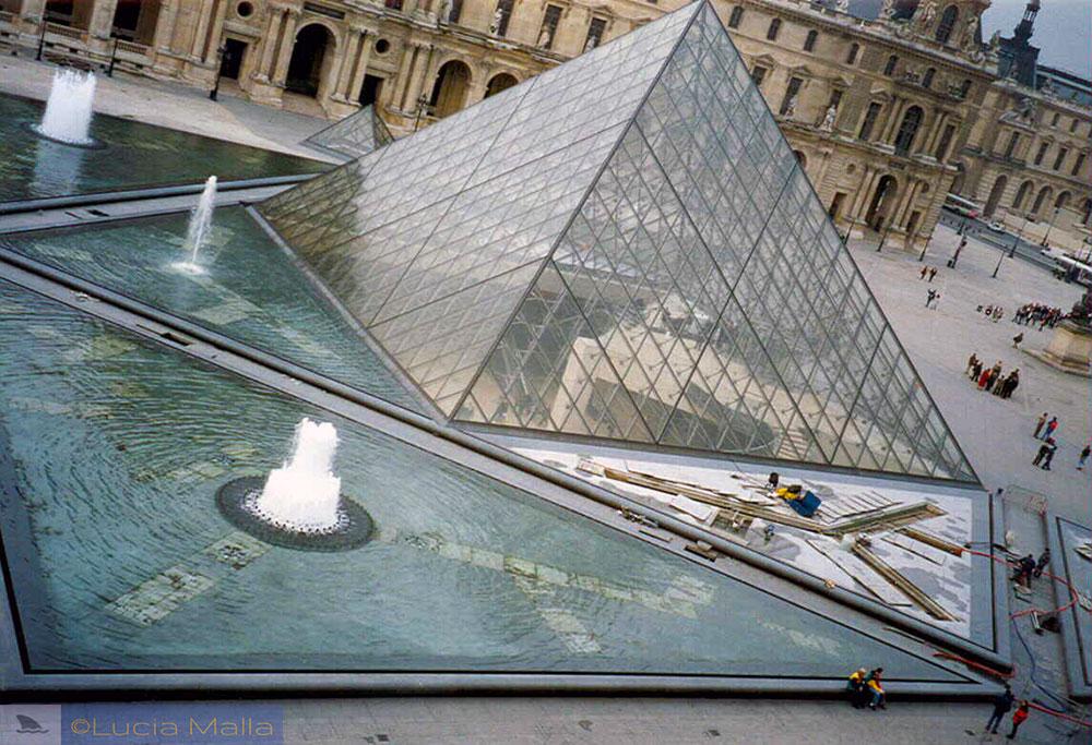Código Quebrado - Pirâmide do Louvre