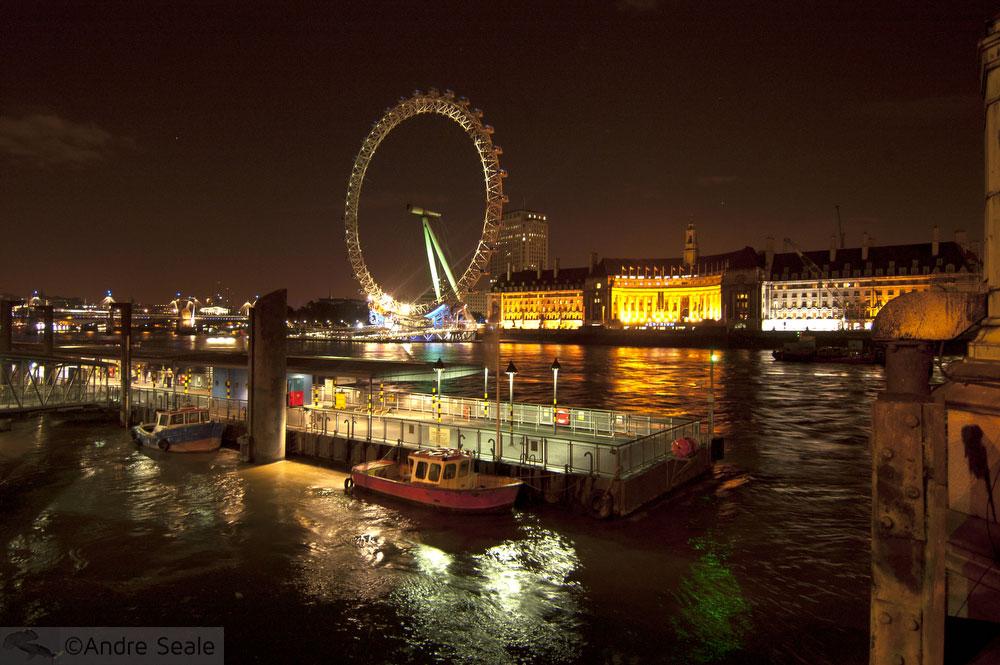 De barco pelo Tâmisa - Londres - London Eye à noite