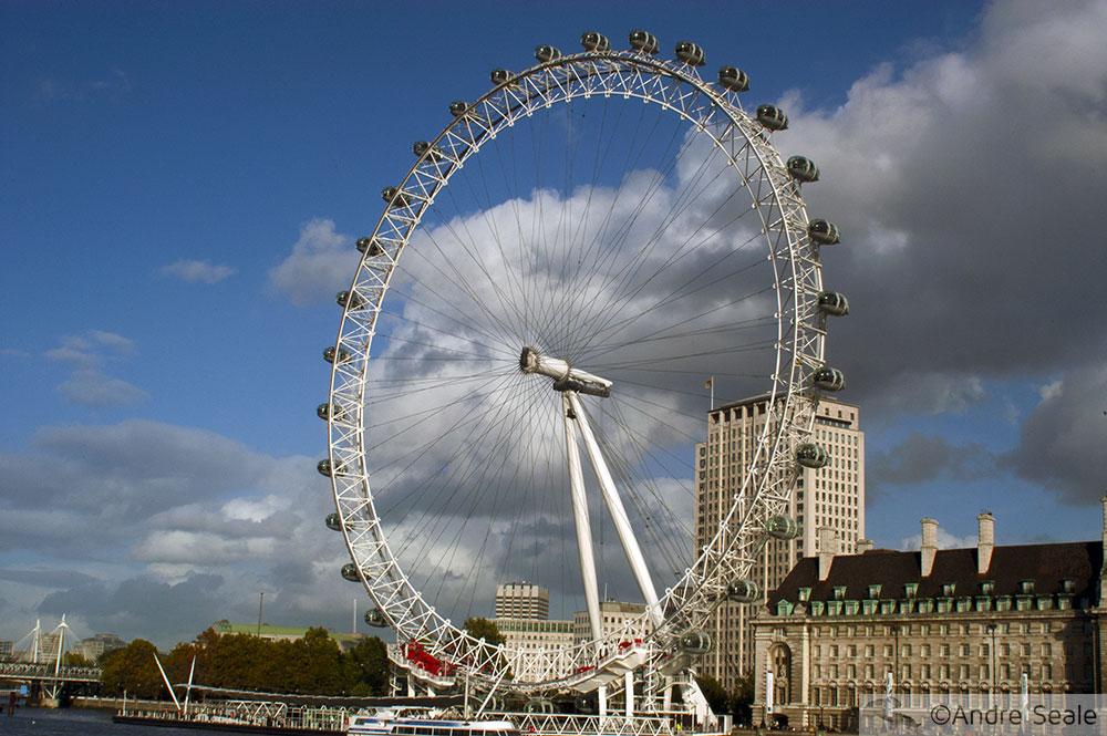 De barco pelo Tâmisa - Londres - London Eye à tarde