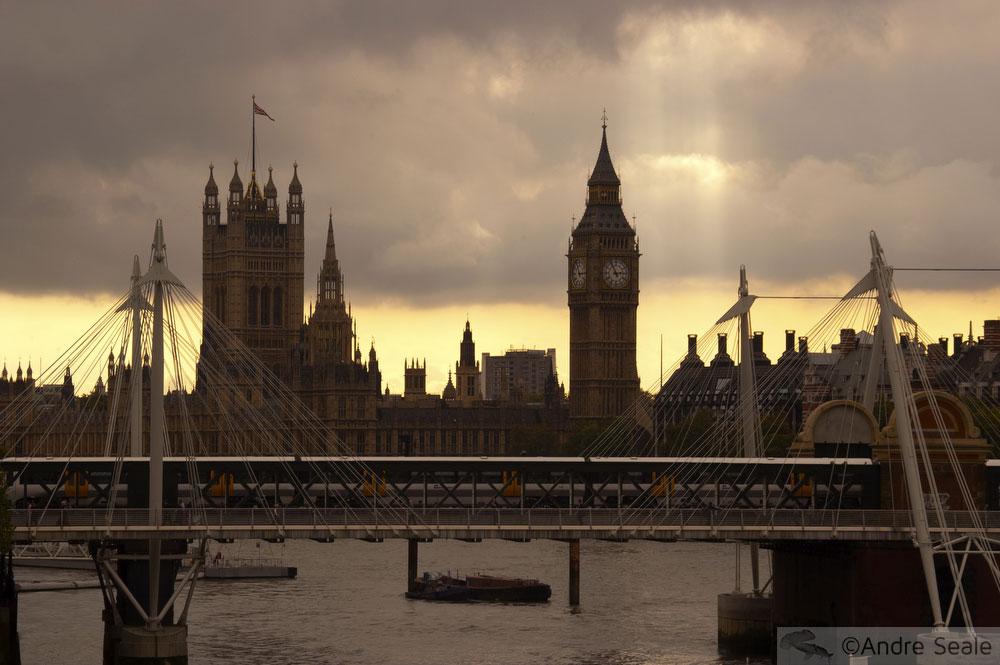 De barco pelo Tâmisa - Londres - Big Ben ao entardecer