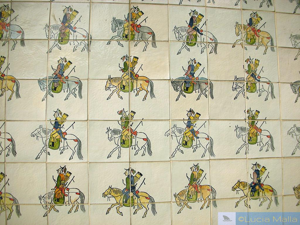 Azulejo com história das dinastias coreanas - Cheonggyecheon - Roteiro em Seul