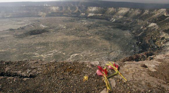 """Cratera Halema'uma'u em """"vog"""""""