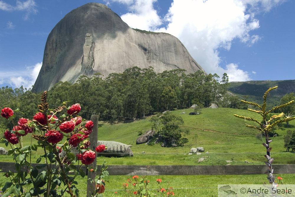 Vista lateral da Pedra Azul - Serra Capixaba