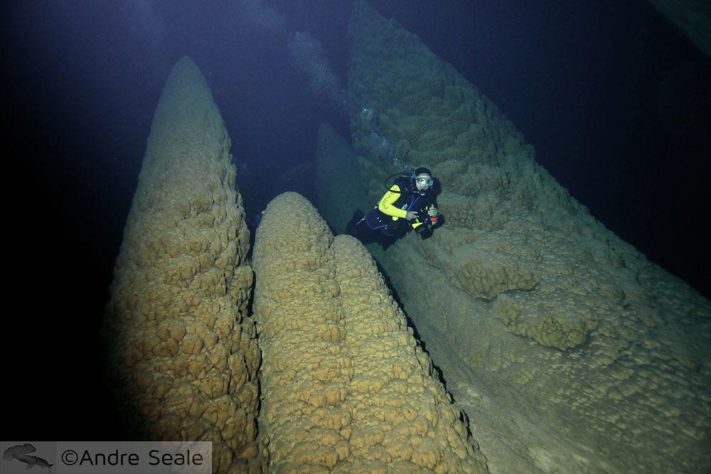 Cones submersos do Abismo Anhumas