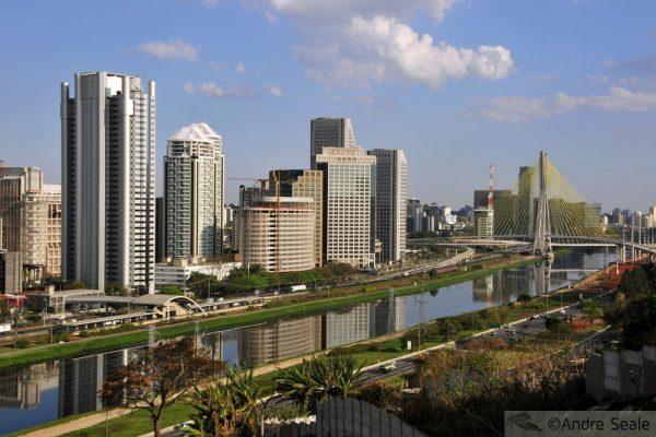 Marginal Pinheiros e Ponte Estaiada - São Paulo