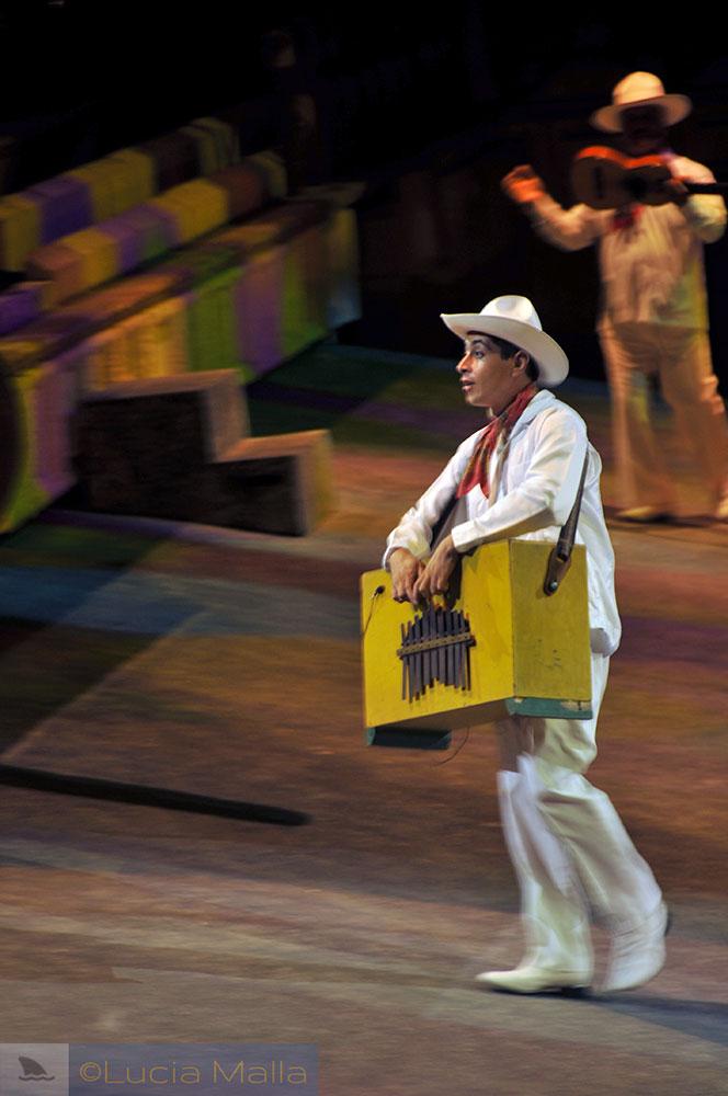 Instrumento típico - México - show de cultura em Xcaret