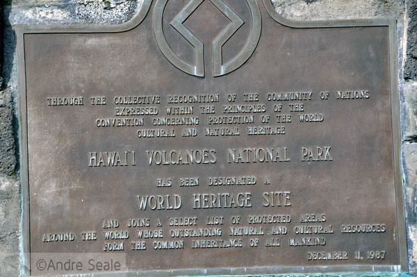 Placa comemorativa do Parque Nacional dos Vulcões do Havaí - Patrimônio da Humanidade