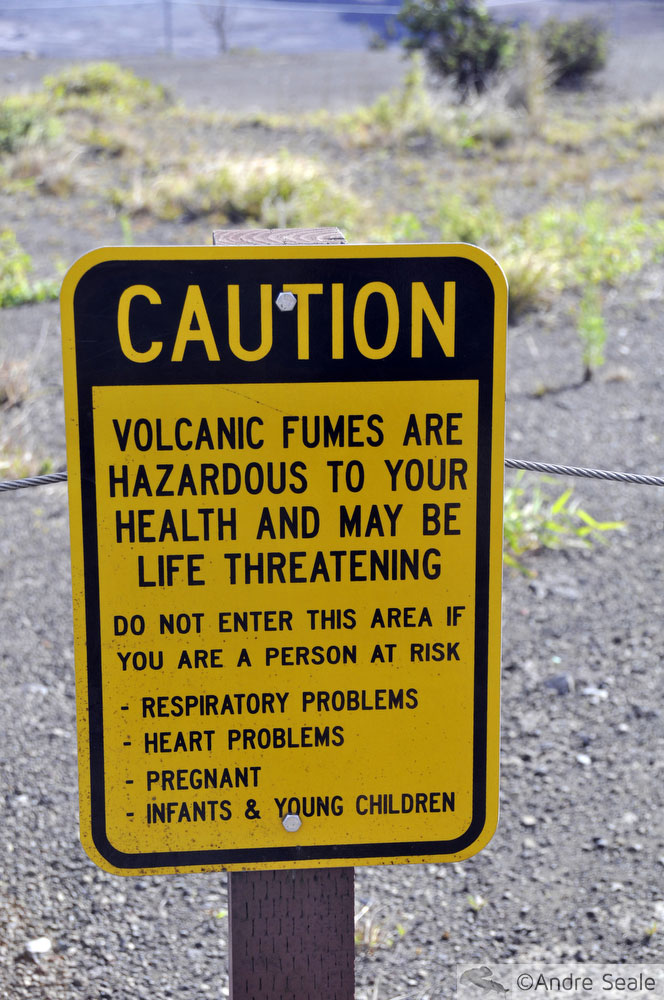 Placa sinalizadora de fumaça vulcânica - Parque Nacional dos Vulcões do Havaí - visita ao Kilauea