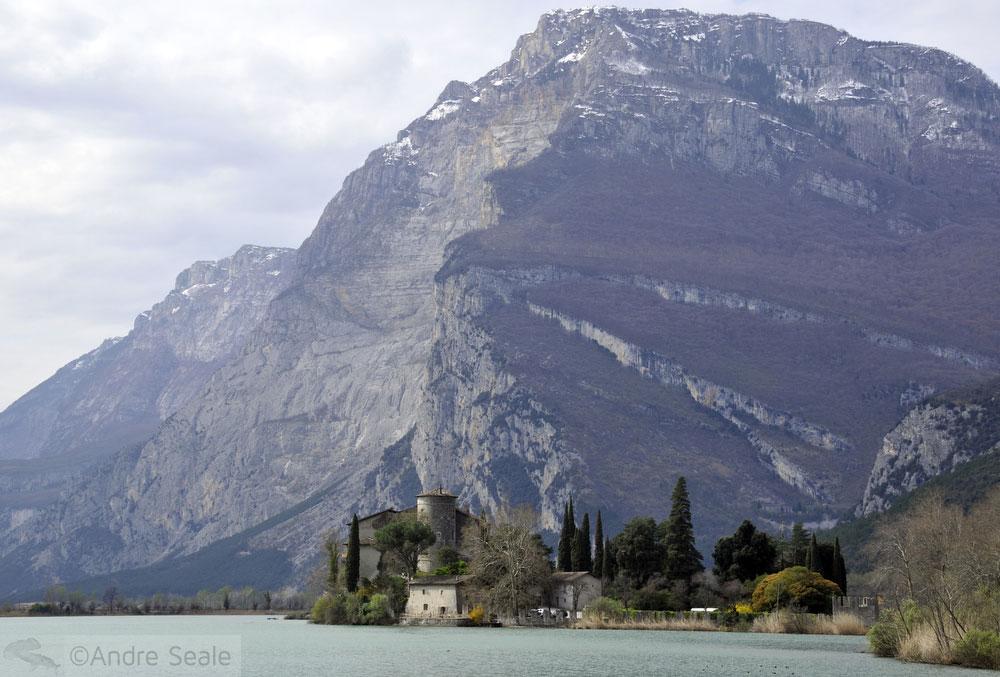 Riva del Garda à beira do Lago del Garda - Itália
