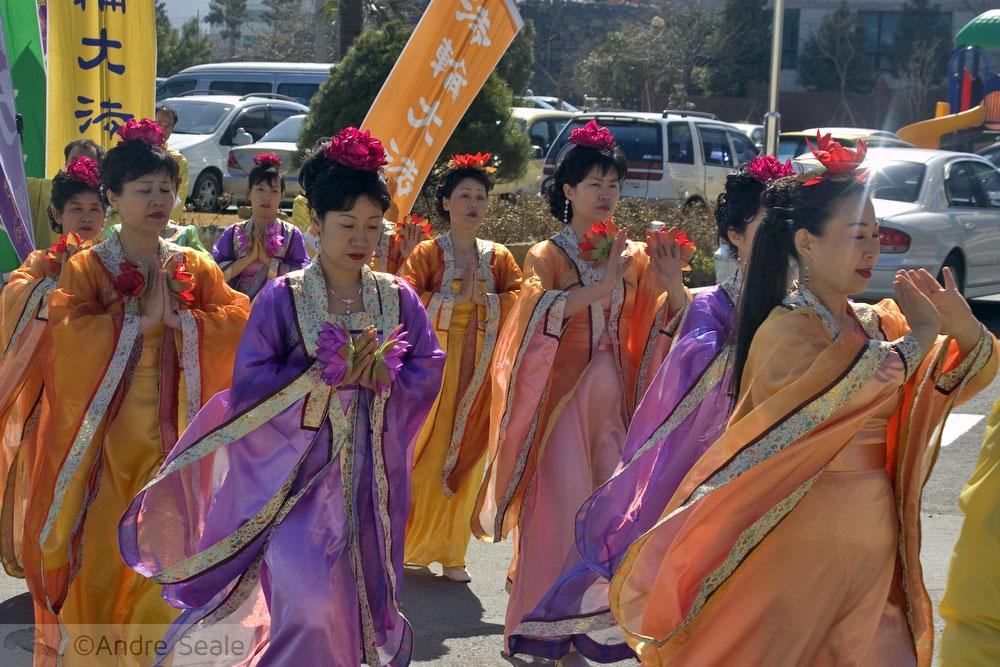 Desfile tradicional em traje coreano - Roteiro em Geoje - Coréia do Sul