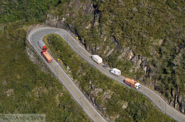 A rodovia mais impressionante do Brasil - Hairpin na Serra do Rio do Rastro