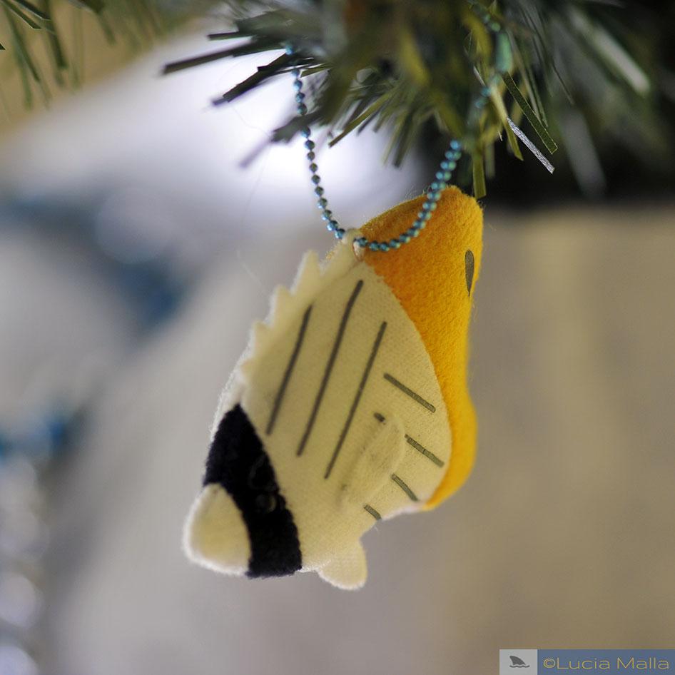 enfeite de feltro de peixe-borboleta
