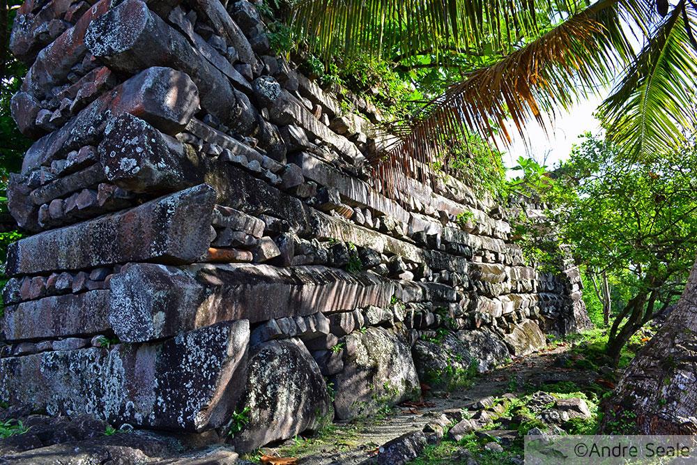 O segredo de Nan Madol - esquina do sítio arqueológico