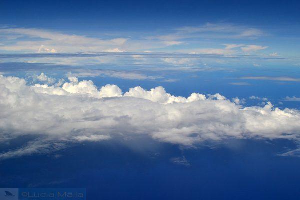Imensidão azul - nuvens, mar e céu