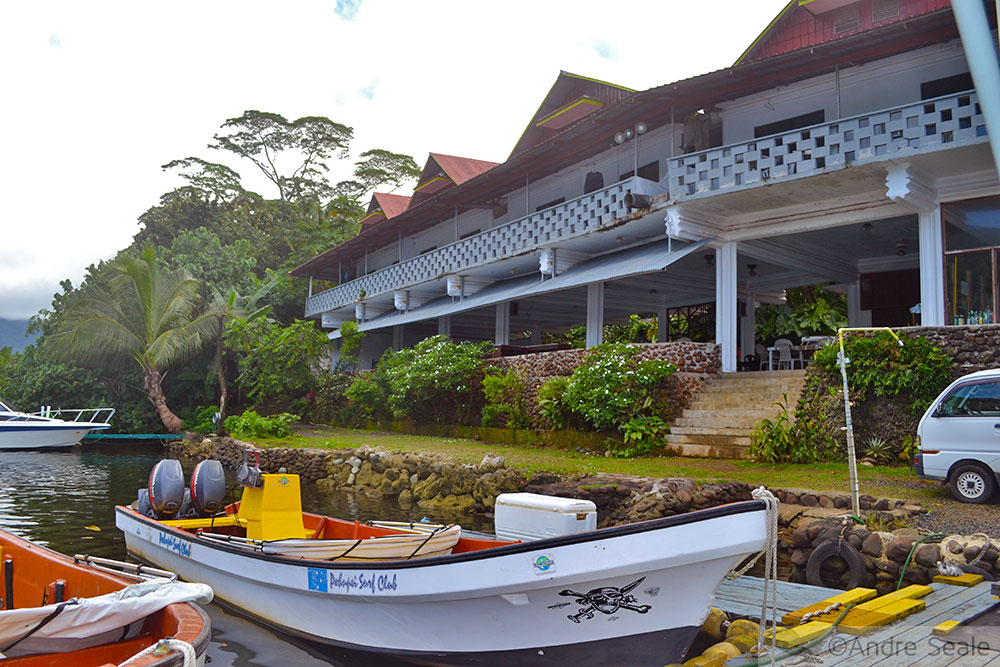 Antigo prédio do Pohnpei Surf Club