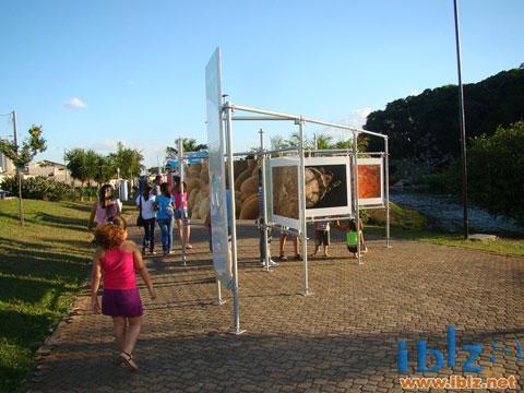 """Crianças na Exposição """"Jardins Marinhos Tropicais"""" em Itápolis - SP"""