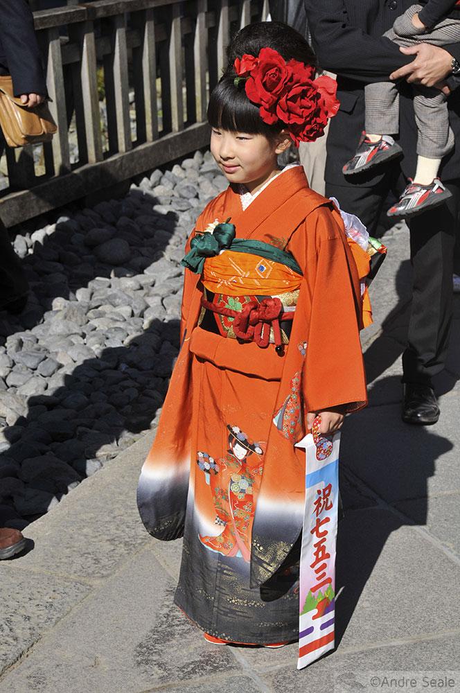 Traje típico japonês - criança