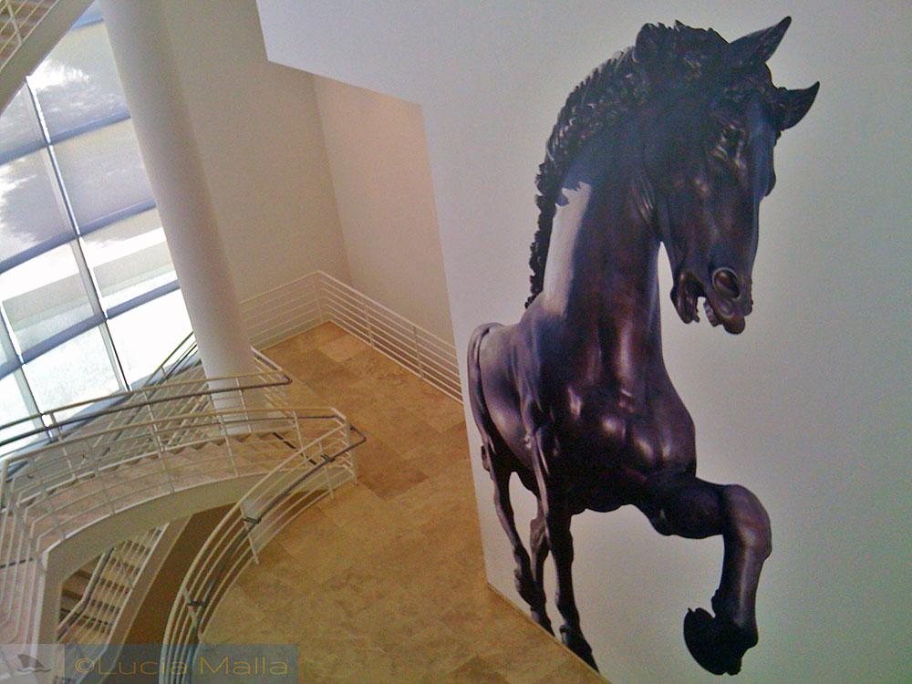 Escadaria interna e cavalo
