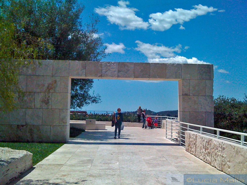 Arco de granito - varanda do Getty Museum