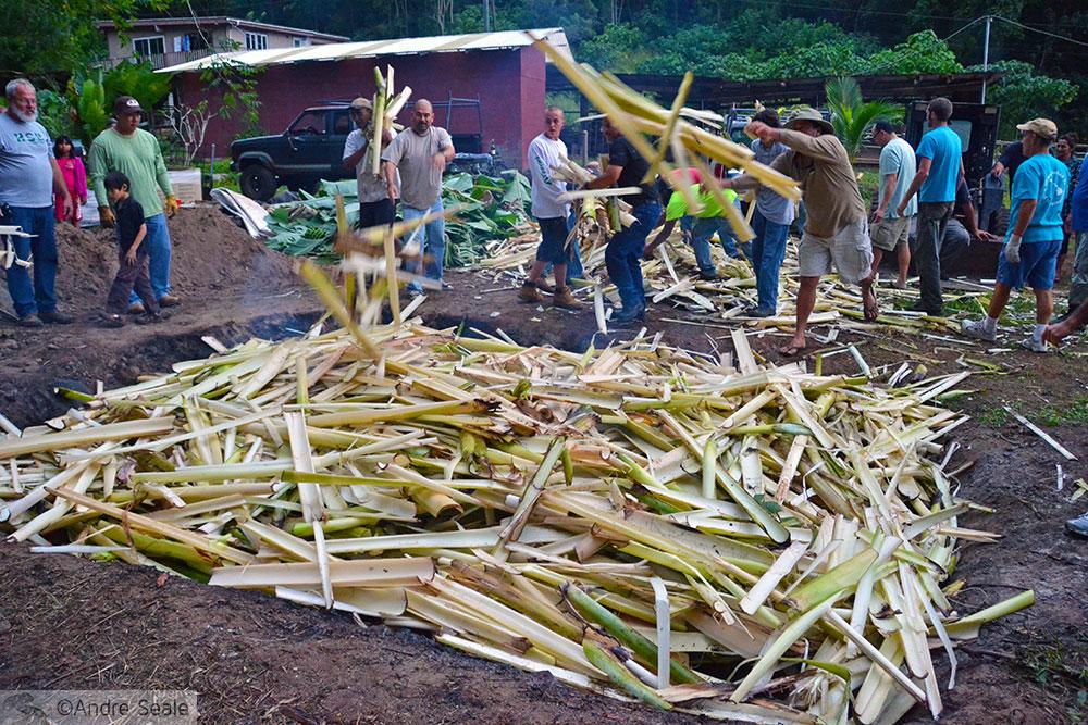 Como fazer um imu: Palha seca de bananeira