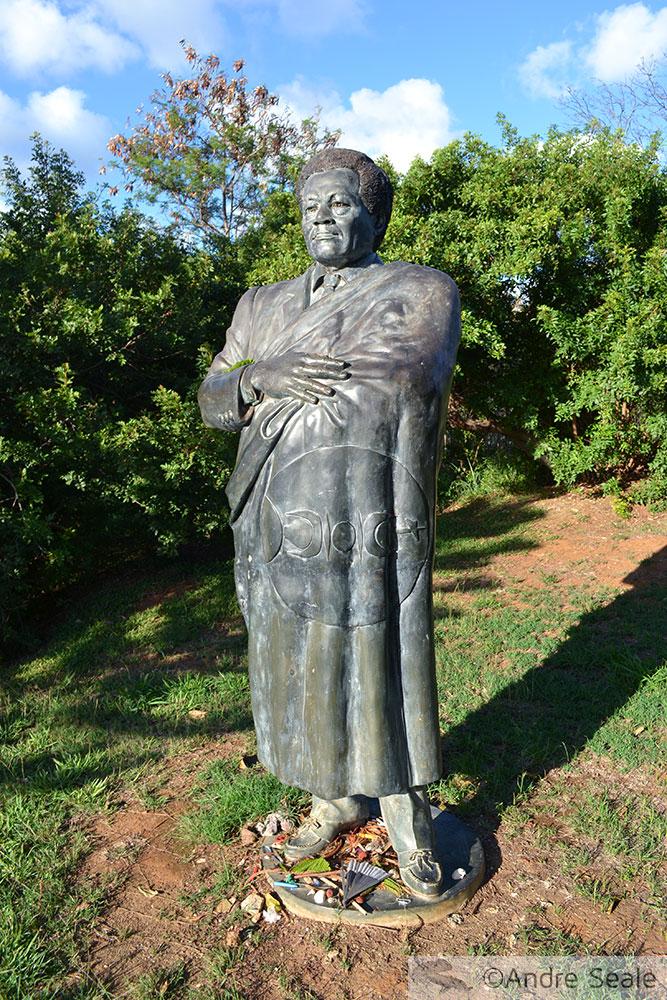 Estátua de Jean-Marie Tjibaou - herói kanak - Nova Caledônia