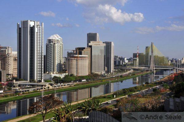 Foto de São Paulo - Marginal Pinheiros e Ponte Estaiada