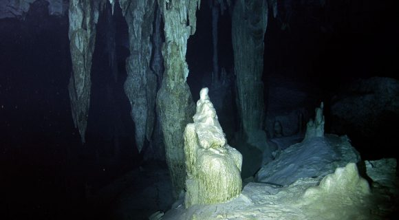 Sexta Sub: mergulho no Cenote Dos Ojos, México