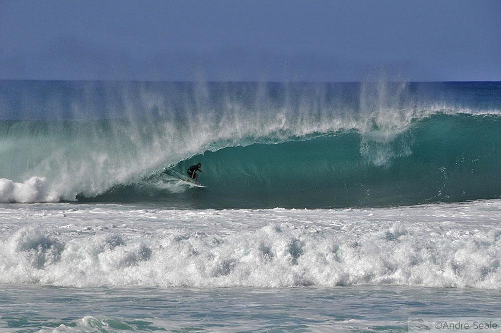 Havaí na Mergulho - surfista em Pipeline