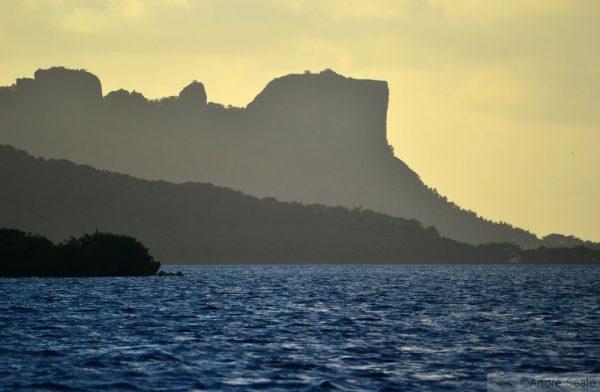Sokehs Rock ao entardecer - Pohnpei - Estados Federados da Micronésia
