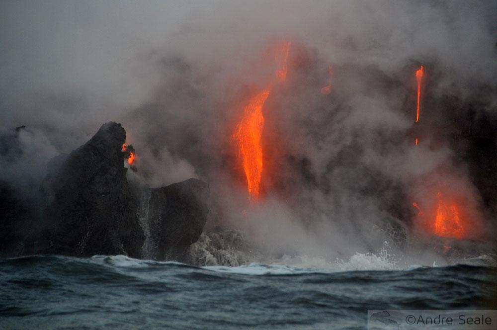Lava escorrendo no mar - Big Island - Havaí