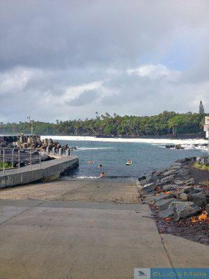 Para ver a lava no Havaí - aventura de barco
