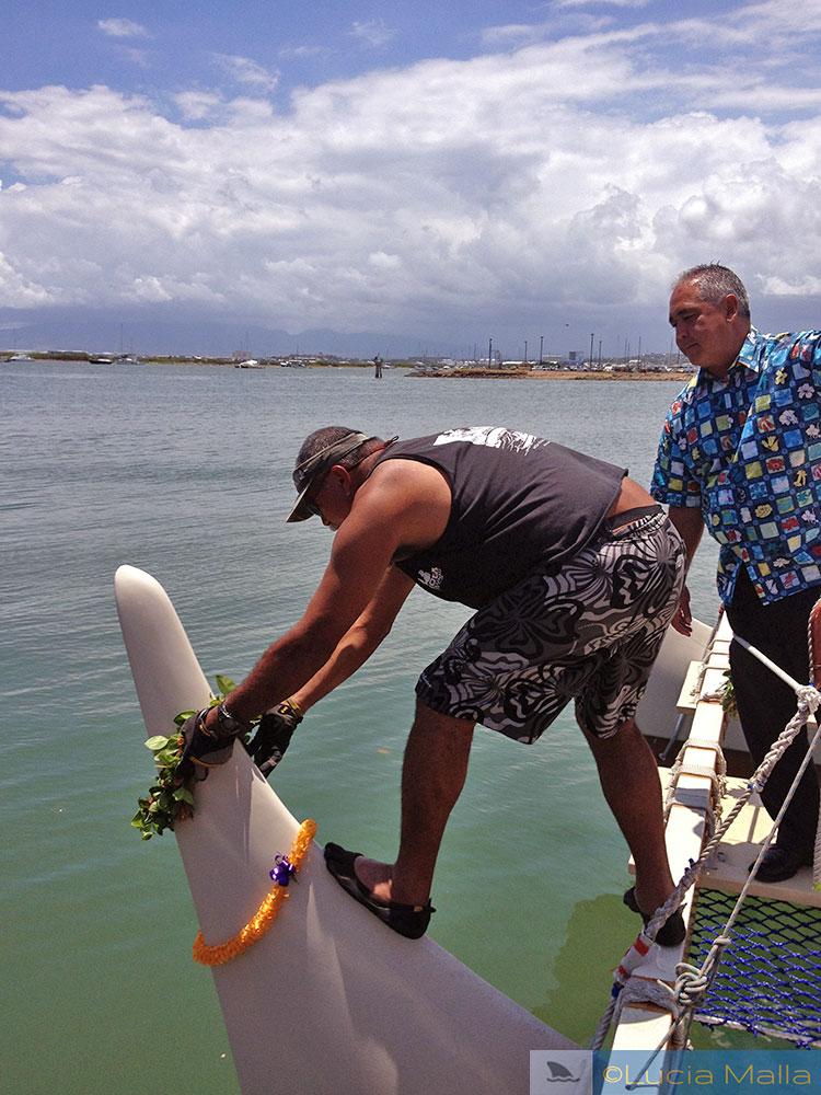 Lei na canoa havaiana Hokulea