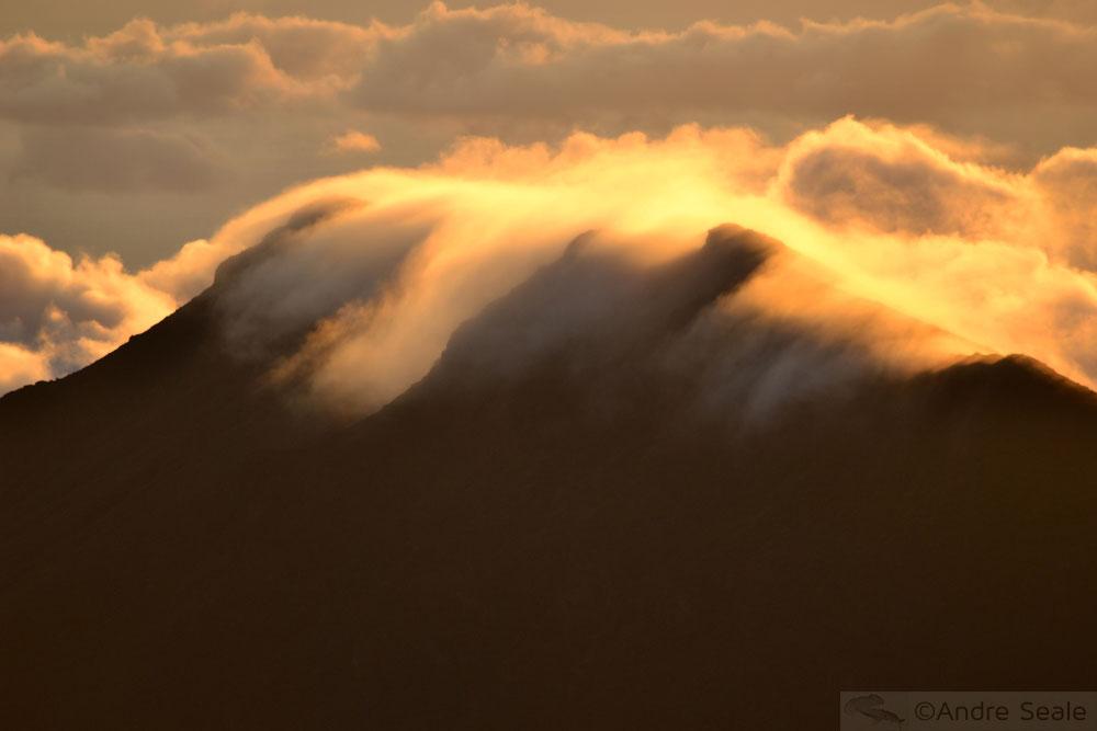 Nuvens ao nascer do sol - sem barulho