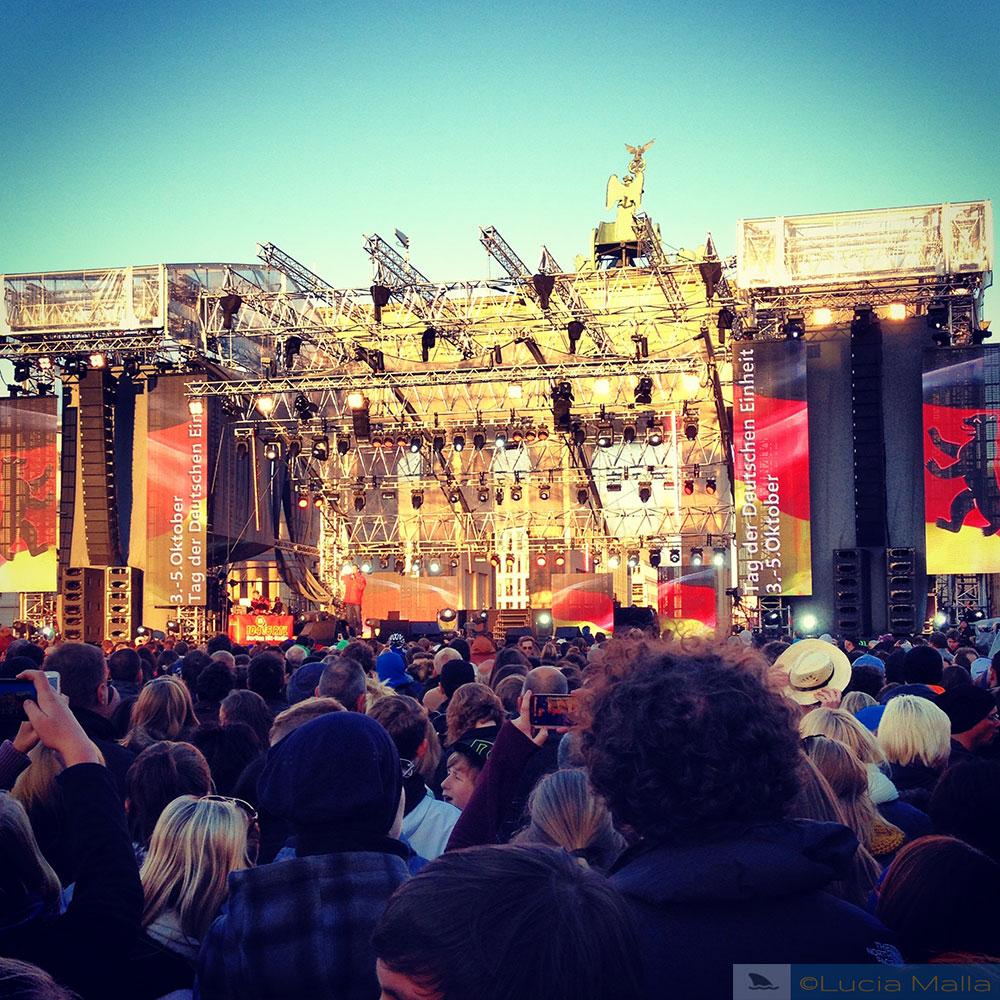 Show no Portão de Brandemburgo pelo dia da Unificação da Alemanha - visita a Berlim
