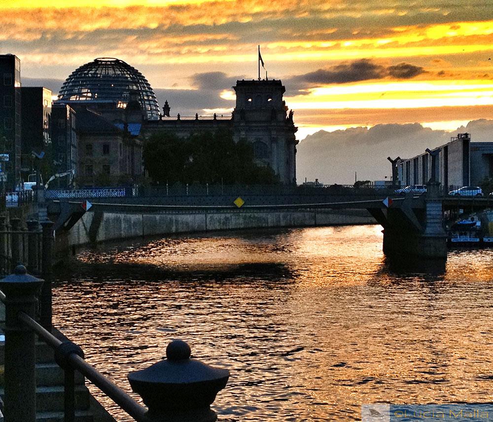 Berlim é uma festa - Rio Spree e cúpula do Reichstag ao entardecer