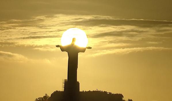 Cristo Redentor e sol