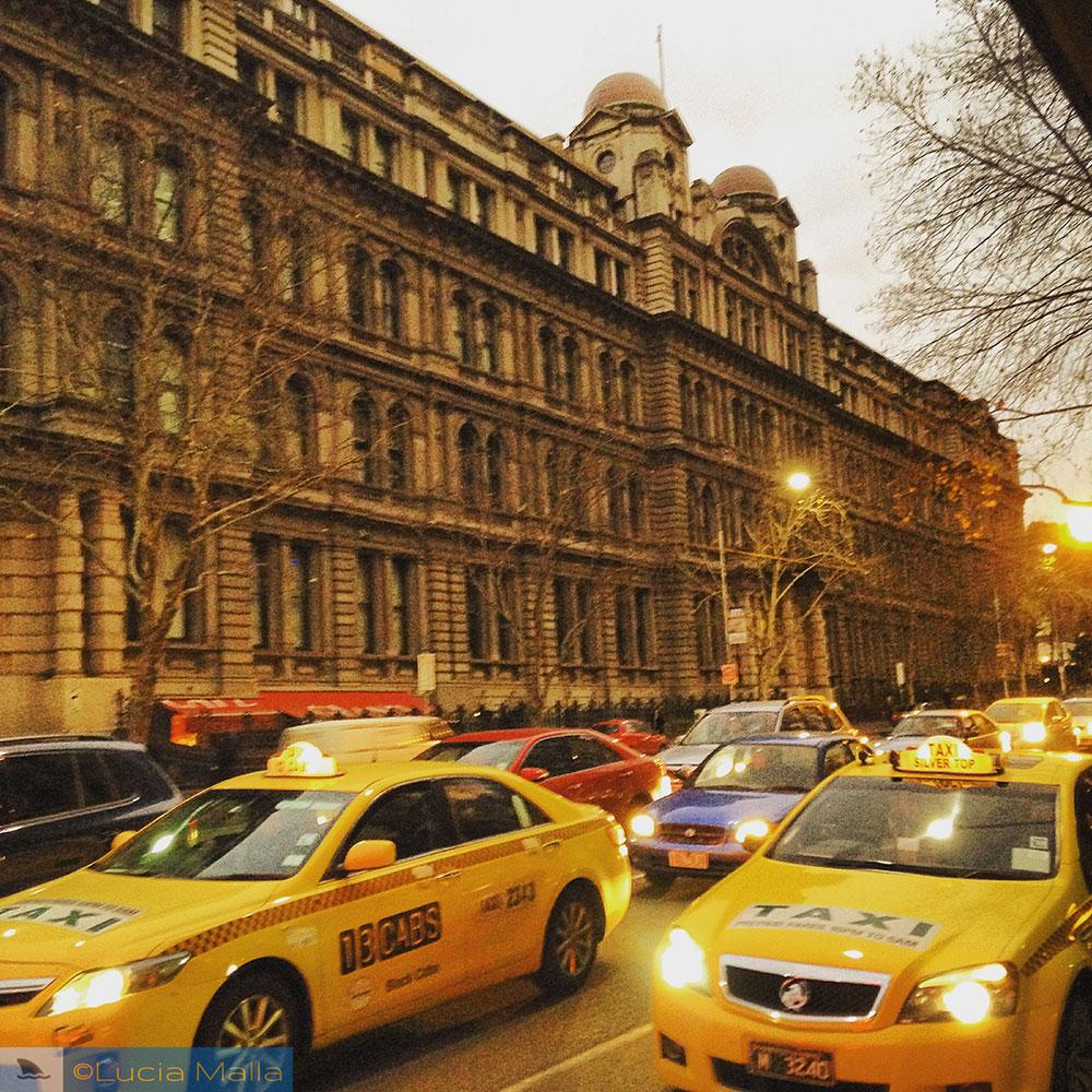 Carros na rua - Melbourne - Austrália
