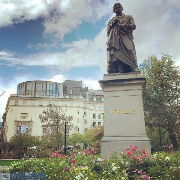 Nos passos de Berzelius e do Nobel em Estocolmo - Estátua de Berzelius