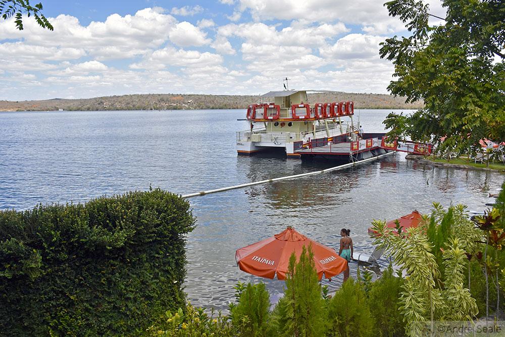 Barco do passeio no Cânion do Xingó - Sergipe
