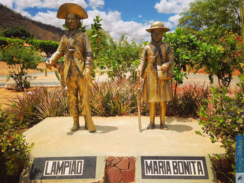 Estátua de Lampião e Maria Bonita - Canindé do São Francisco - Sergipe