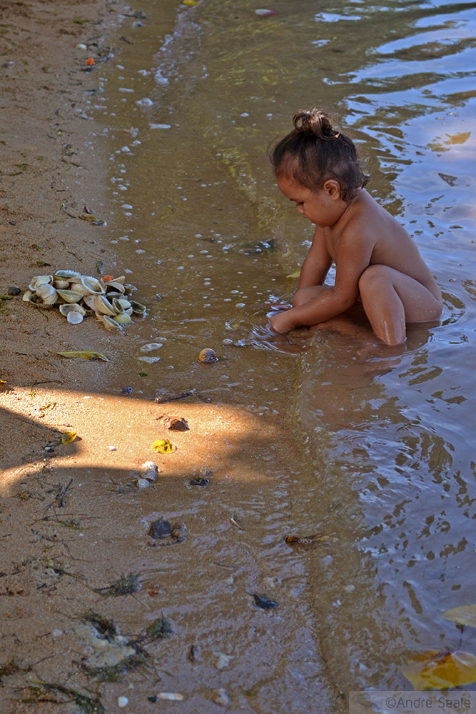 Criança wallisiana melanésia