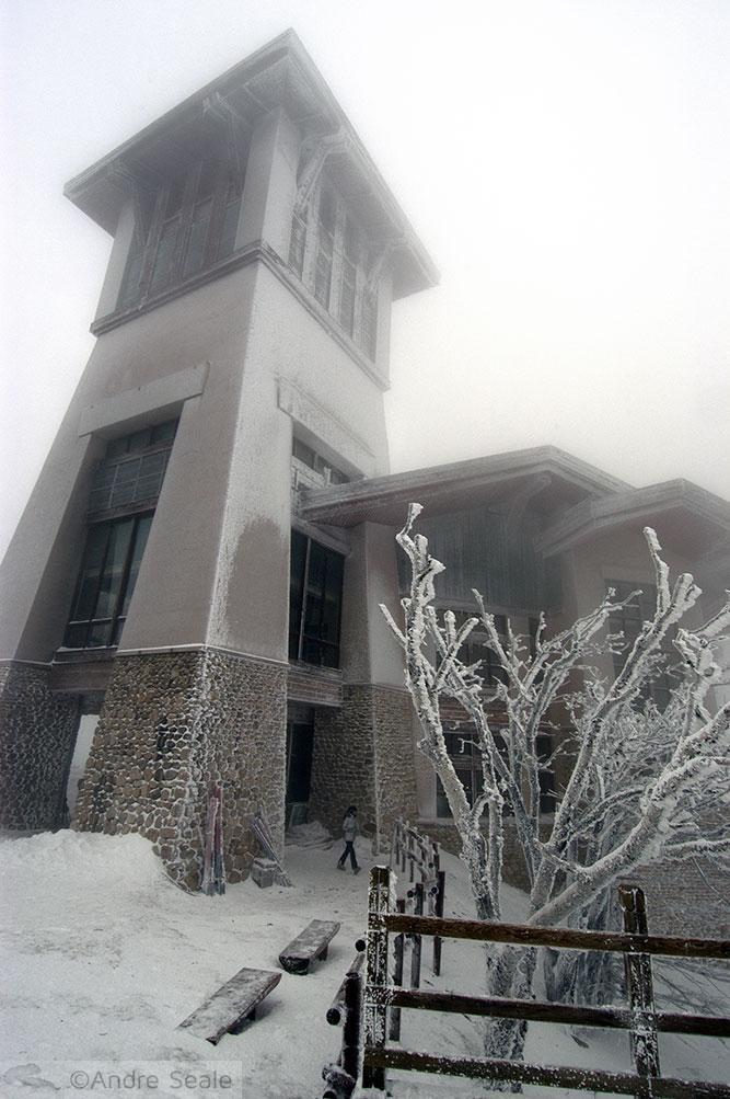 Esquiar no Yongpyong Alpine Center - torre do cume de Yongpyong - Coréia do Sul