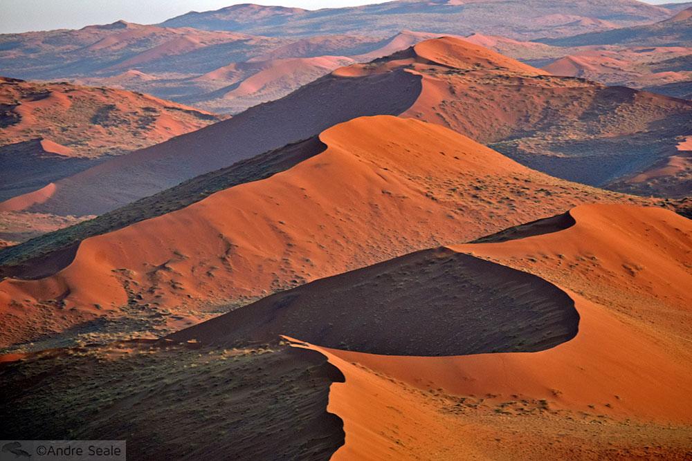 Dunas vermelhas do deserto da Namíbia, o mais antigo do mundo