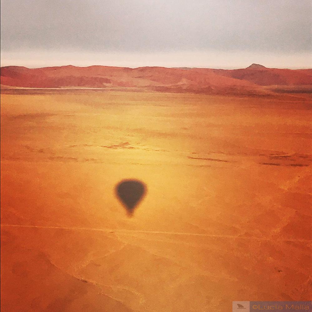 Sombra do passeio de balão no Sossusvlei - Namíbia